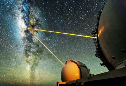 Keck_telescopes_1